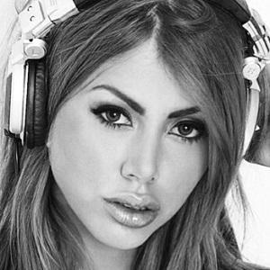 DJ Hannah Headshot