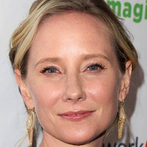 Anne Heche 1 of 10