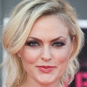 Elaine Hendrix 1 of 5