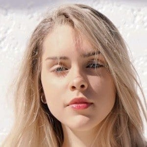 Olivia Herdt 1 of 5