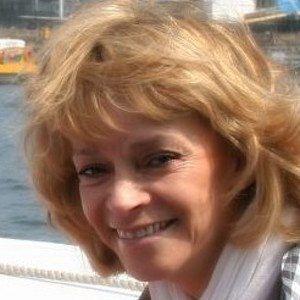 Sue Holderness Headshot