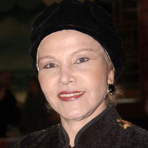 María Elena Holly Headshot