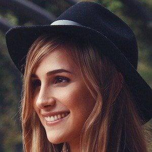 Lana Holmes Headshot