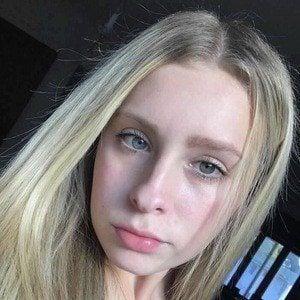 Zoe Hunter 1 of 10