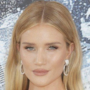 Rosie Huntington-Whiteley 1 of 10