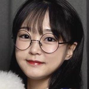 Ae Jeong 1 of 10