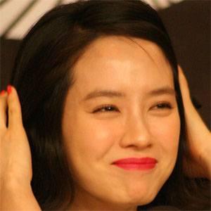 Song Ji-hyo Headshot