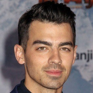 Joe Jonas 1 of 10