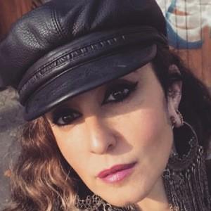 Laura Juan Headshot