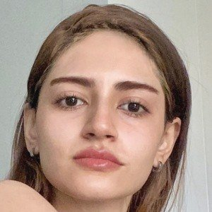 Esha Kanani 1 of 10