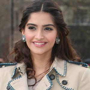 Sonam Kapoor 1 of 8