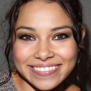 Jessica Parker Kennedy 1 of 10