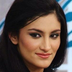 Kiran Khan 1 of 3