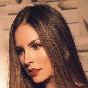 Vanessa López 1 of 4