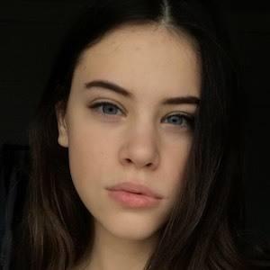 Polina Lans 1 of 4