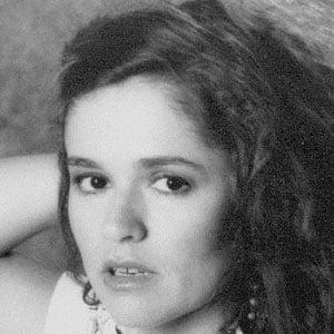 Nicolette Larson Headshot