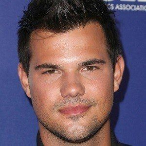 Taylor Lautner 1 of 10