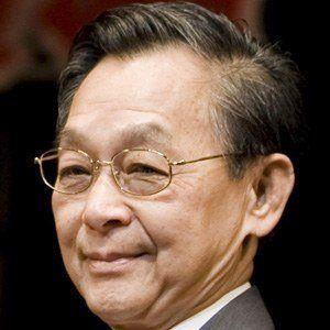 Chuan Leekpai Headshot
