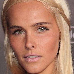 Isabel Lucas 1 of 9
