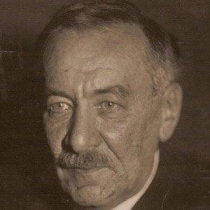 Leonid Mandelstam Headshot