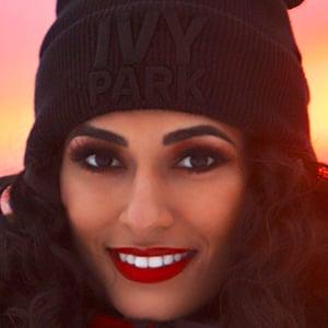 Ayesha Malik 1 of 6