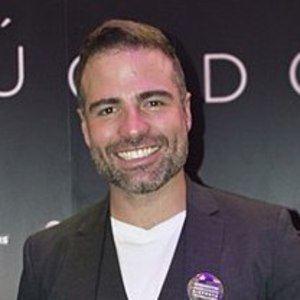 Roberto Manrique Headshot