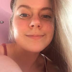 Hannah May Headshot