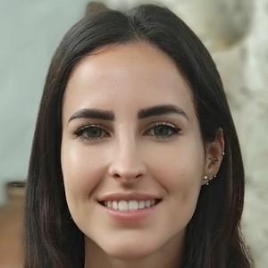 Laura Mendez Headshot