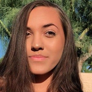 Chloe Mendoza Headshot