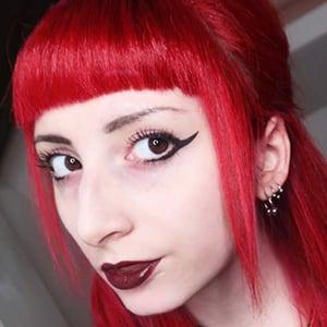 Lilly Meraviglia 1 of 6