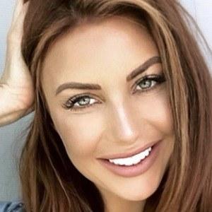 Amanda Ashlee Mertz 1 of 6