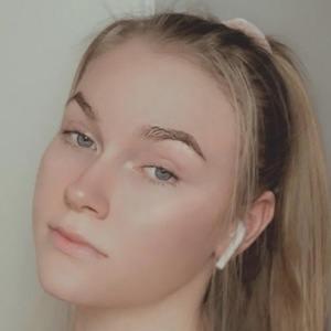 Jennie Mikander 1 of 2