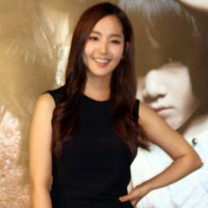 Park Min-young Headshot
