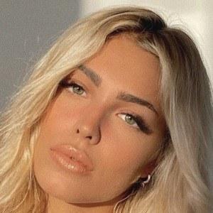 María Mingueza 1 of 10