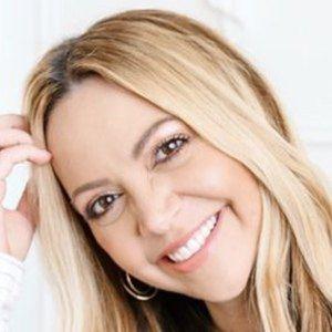 Kimberly Moffit 1 of 6