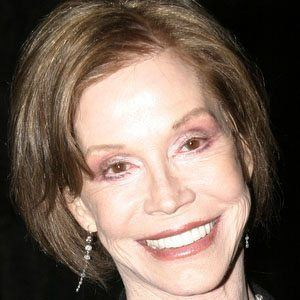 Mary Tyler Moore 1 of 6