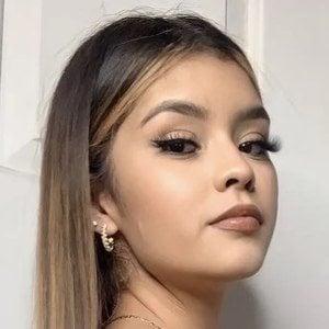 Aileen Muñoz Headshot 1 of 10