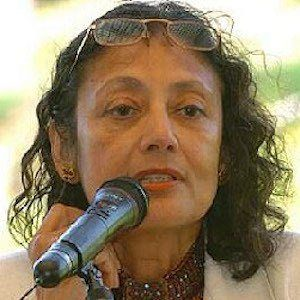 """bharati mukherjees desirable daughters essay Bharati mukherjee, an indian-born american writer who explored the  the  united states, with mukherjee firing a parting shot in a blistering essay, """"an   desirable daughters (2002), which traced the different fortunes of three."""
