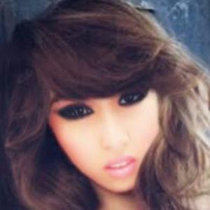 Jade Nguyen Tom 1 of 6