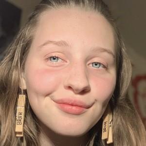 Alexandra Nolan 1 of 3