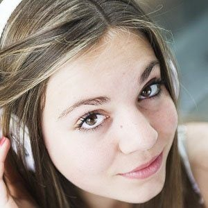 Laura Omloop Headshot