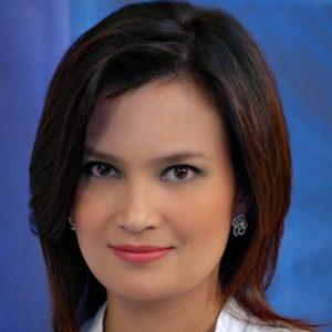 Daphne Oseña-Paez Headshot