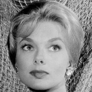 Leslie Parrish - Bio, Facts, Family | Famous Birthdays