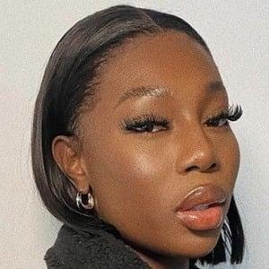 Adeola Patronne 1 of 6