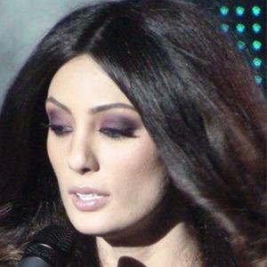Claudia Pavel Headshot