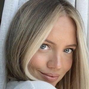 Elanna Pecherle 1 of 6