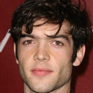 Ethan Peck 1 of 4