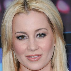 Kellie Pickler 1 of 8
