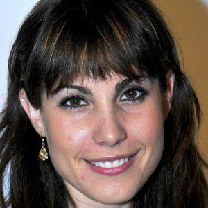 Carly Pope 1 of 4