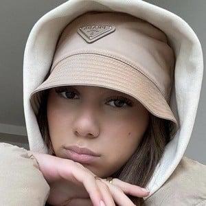 Queen_yy 1 of 9